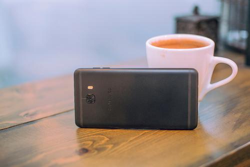 颜值动人,摄影技术强,Galaxy C9 Pro受用户热捧
